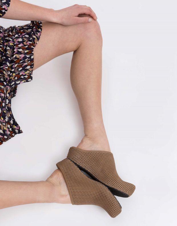 נעלי נשים - Vialis - כפכפים מחוררים LOLA - חום בהיר