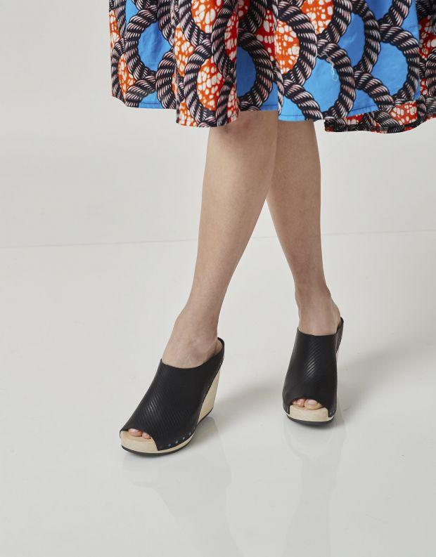 נעלי נשים - Trippen - כפכפי עץ DALLAS WOOD - שחור פסים