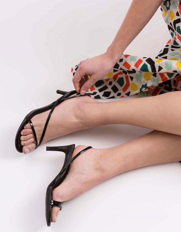 נעלי נשים - Jeffrey Campbell - סנדל MORPH לק - שחור