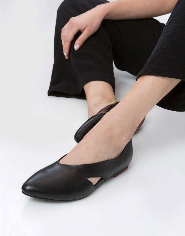 נעלי נשים - Yuko Imanishi - סירה KODUE - שחור