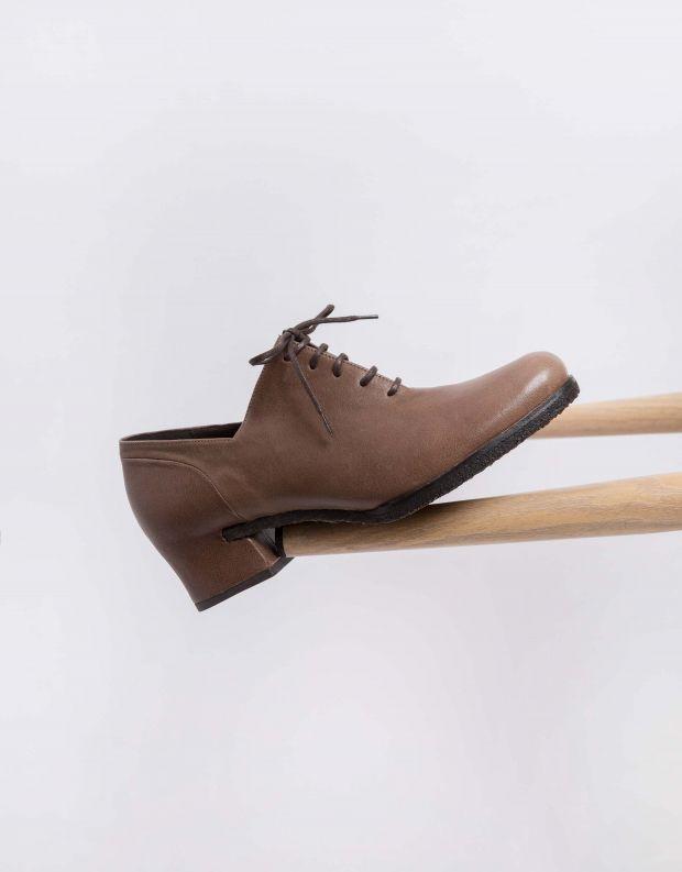נעלי נשים - Vialis - נעליים סגורות STELLA - חום