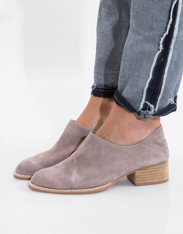 נעלי נשים - Jeffrey Campbell - נעל LEANDRO זמש - בז'