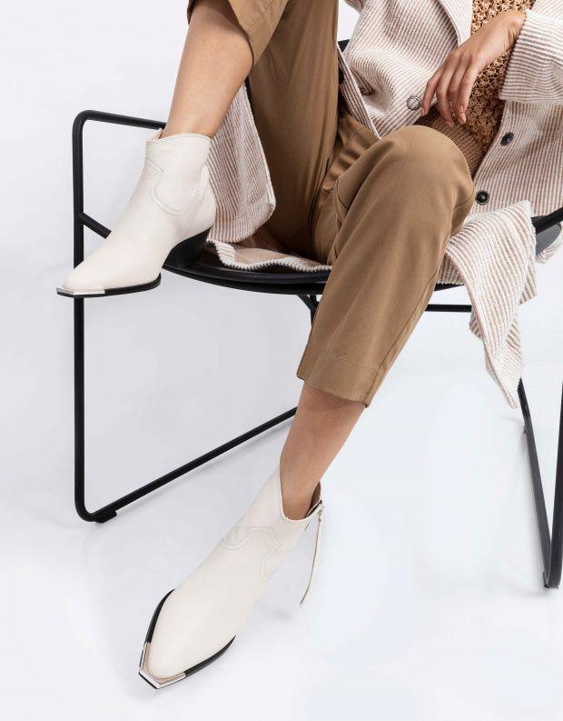 נעלי נשים - Schutz - מגפוני בוקרים TRACI - לבן