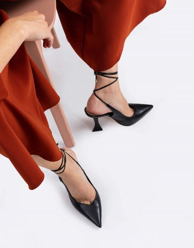 נעלי נשים - Schutz - נעלי סירה POKA - שחור