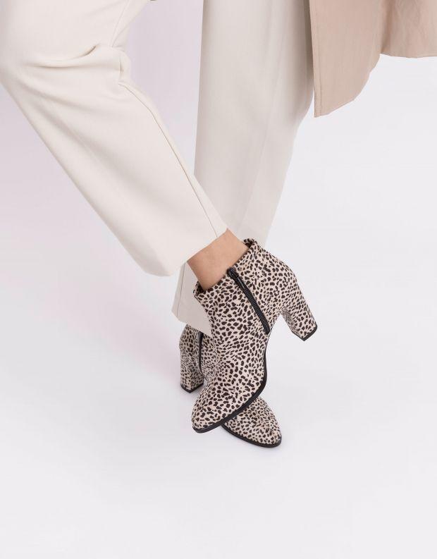 נעלי נשים - NR Rapisardi - מגפוני עקב טבעוניים FEO - לבן נקודות