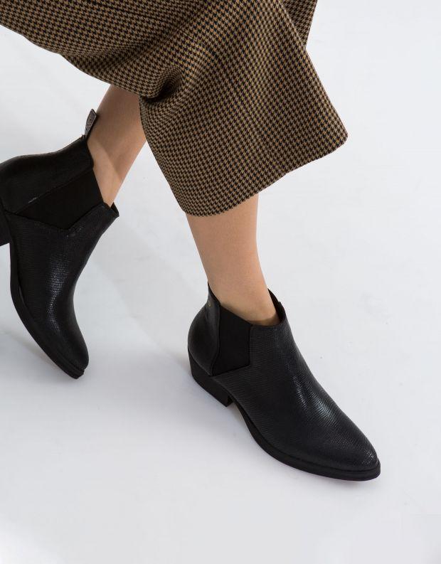 נעלי נשים - Sneaky Steve - מגפון WHOLE - שחור