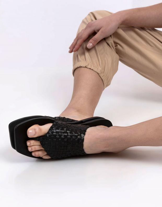 נעלי נשים - SOL SANA - כפכפי אצבע שטוחים WINNIE - שחור