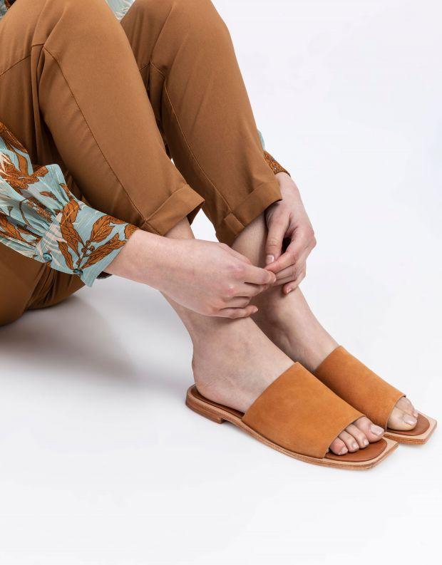 נעלי נשים - SOL SANA - כפכפים שטוחים MADONNA - קאמל
