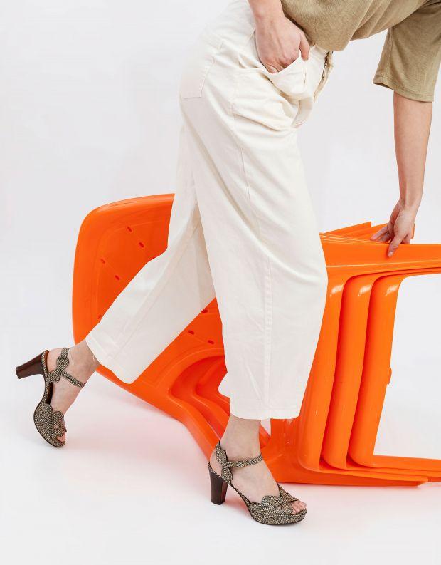 נעלי נשים - Chie Mihara - סנדלי עקב EDANA - שחור לבן