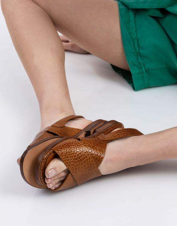 נעלי נשים - Chie Mihara - סנדלי איקס שטוחים WAN - קאמל