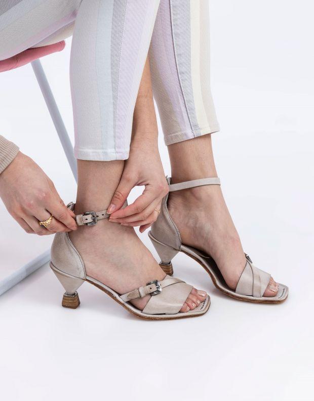 נעלי נשים - A.S. 98 - סנדלי עקב עם אבזם HEAR - אפור