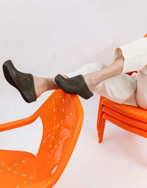 נעלי נשים - Vialis - כפכפי עור קלועים LOLA - חאקי