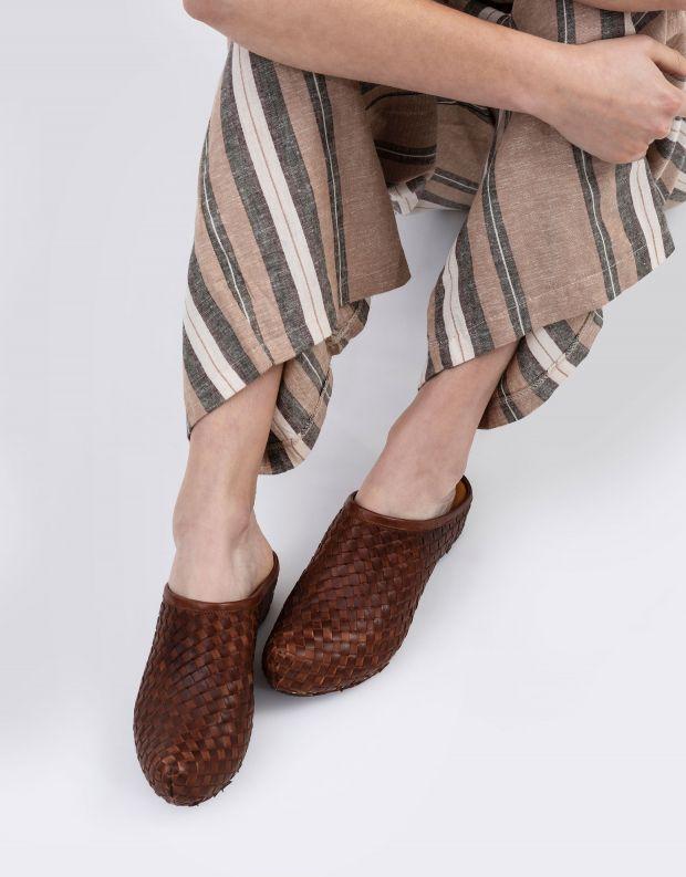 נעלי נשים - Vialis - כפכפי עור קלועים LOLA - חום
