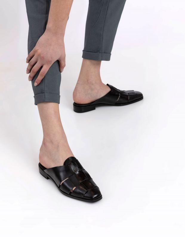 נעלי נשים - Jeffrey Campbell - כפכפי מיולז מעור EASTIN - שחור