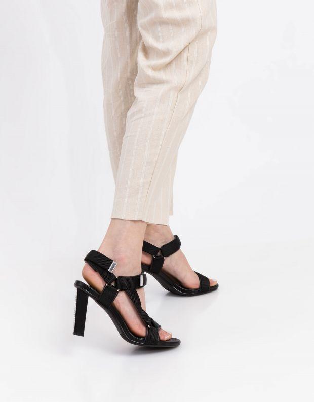 נעלי נשים - United Nude - סנדלים AURA עם עקב גבוה - שחור