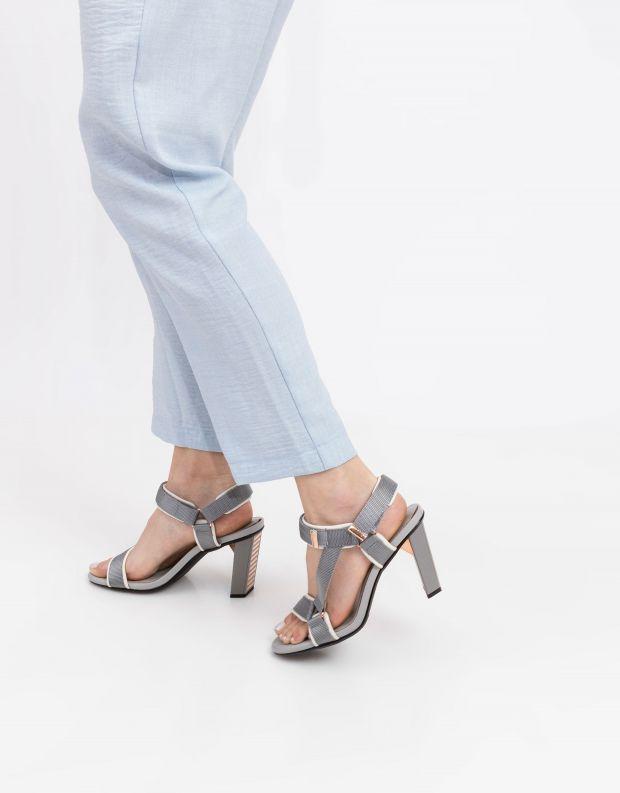 נעלי נשים - United Nude - סנדלים AURA עם עקב גבוה - אפור