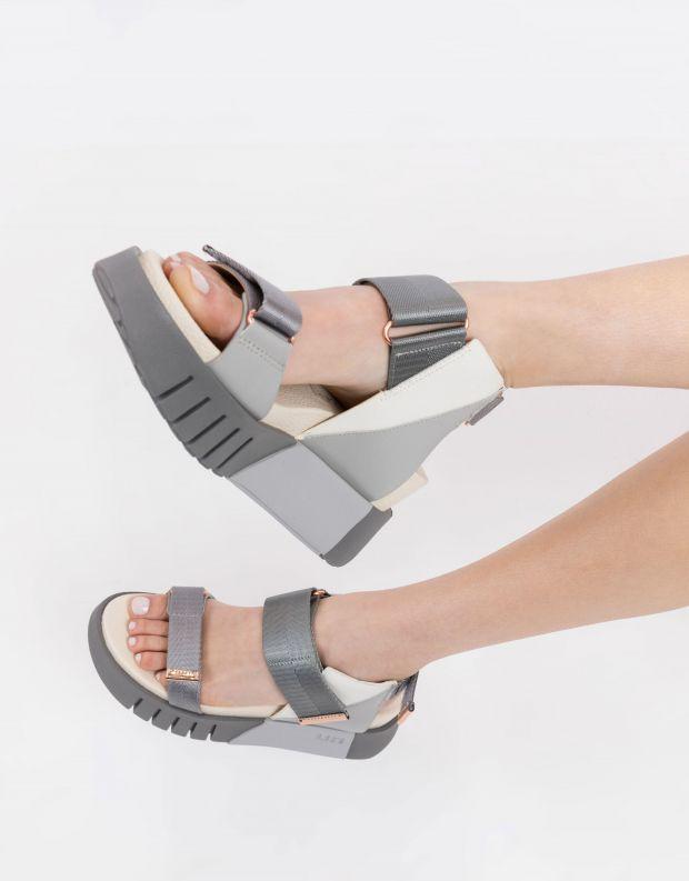 נעלי נשים - United Nude - סנדל DELTA RUN - אפור   לבן