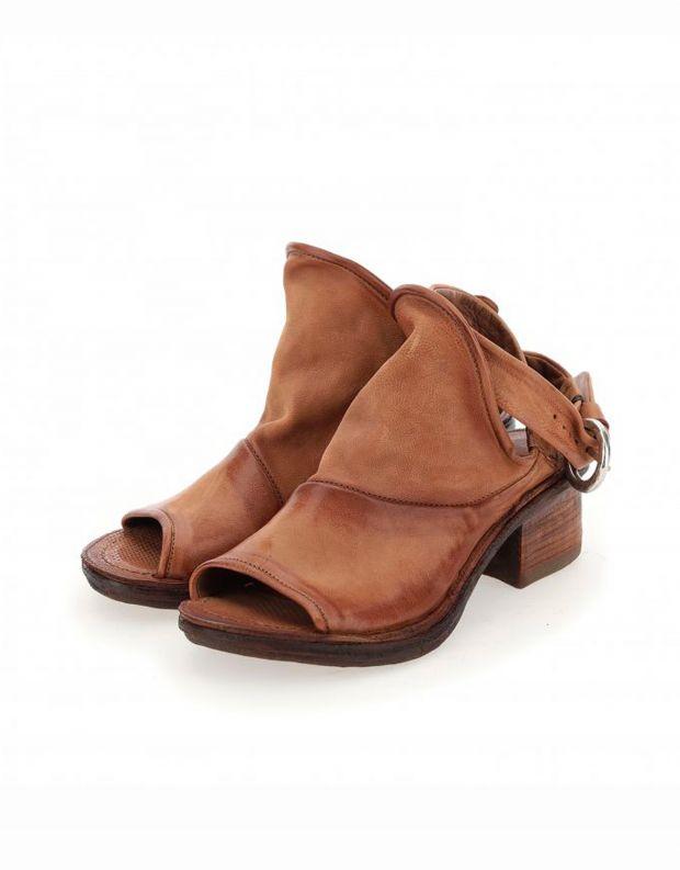 נעלי נשים - A.S. 98 - סנדלי KENYA עם אבזם - חום