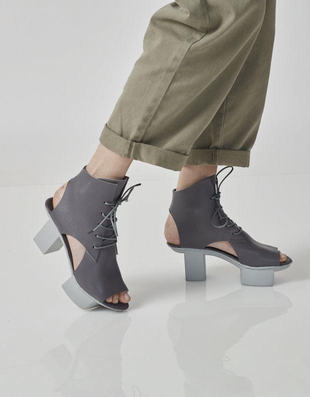 נעלי נשים - Trippen - סנדלי עור MISSION HAPP - אפור