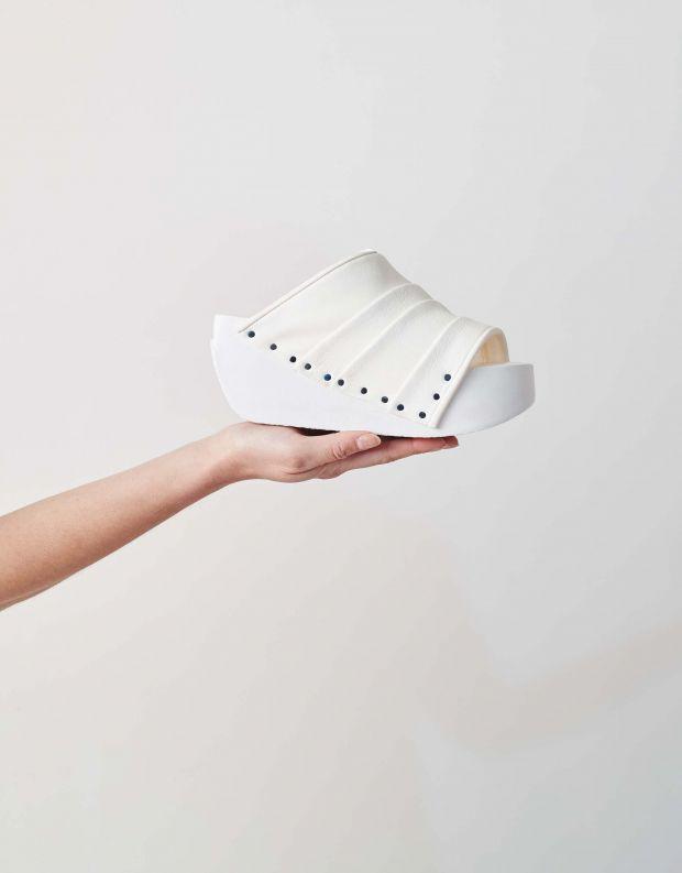 נעלי נשים - Trippen - כפכפי פלטפורמה TENDA WOOD - לבן