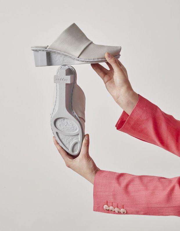 נעלי נשים - Trippen - כפכפים ENJOY XO - אפור בהיר