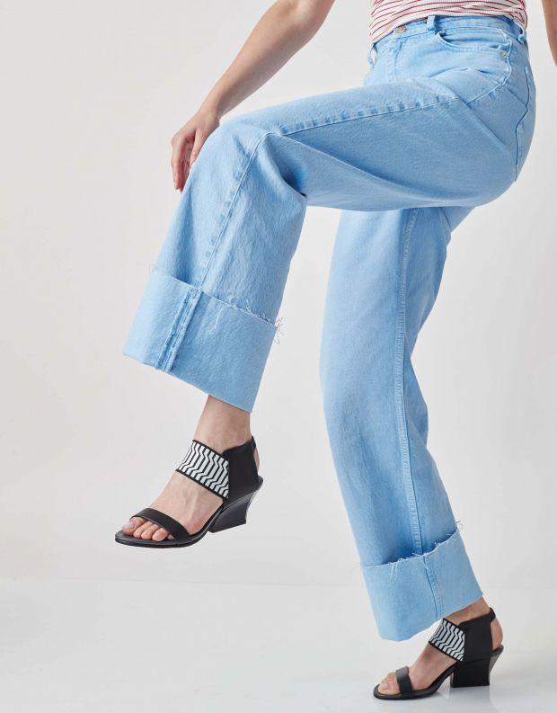 נעלי נשים - United Nude - סנדלי RAIKO - שחור לבן