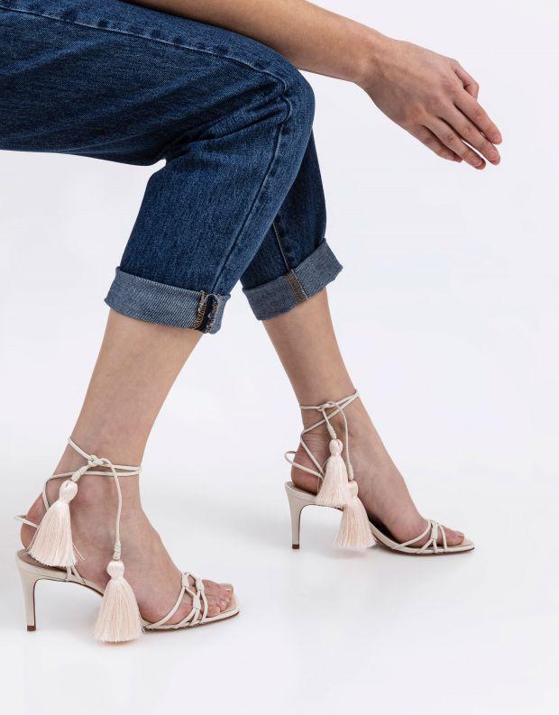 נעלי נשים - Schutz - סנדלי עקב עם רצועות CINDY - לבן