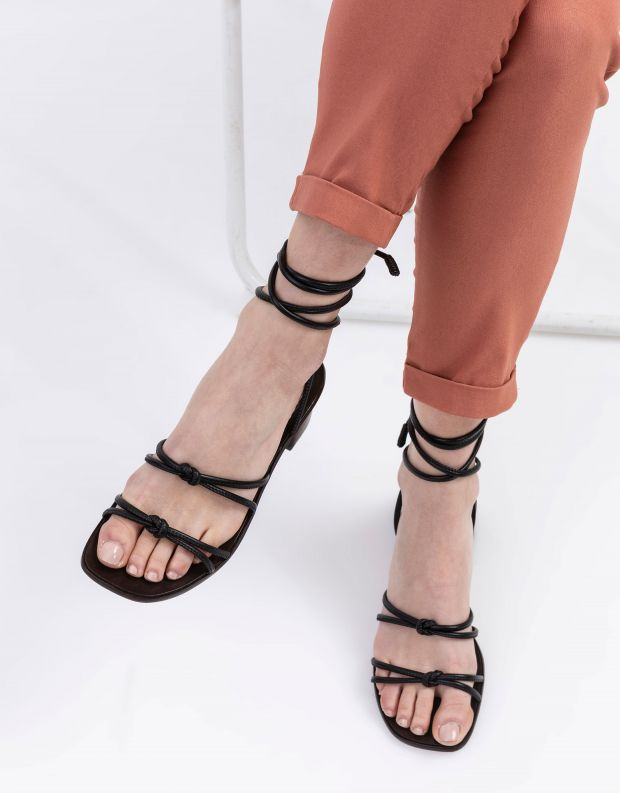 נעלי נשים - Schutz - סנדלי קשירה ELLIOT - שחור