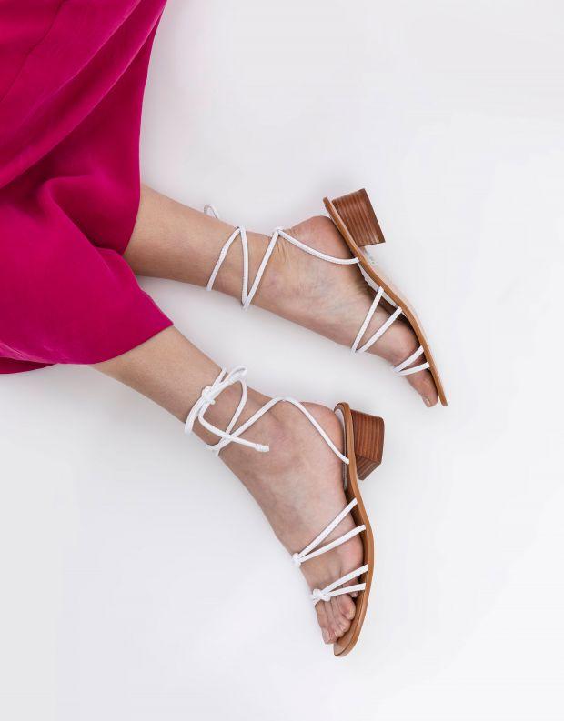 נעלי נשים - Schutz - סנדלי קשירה ELLIOT - לבן