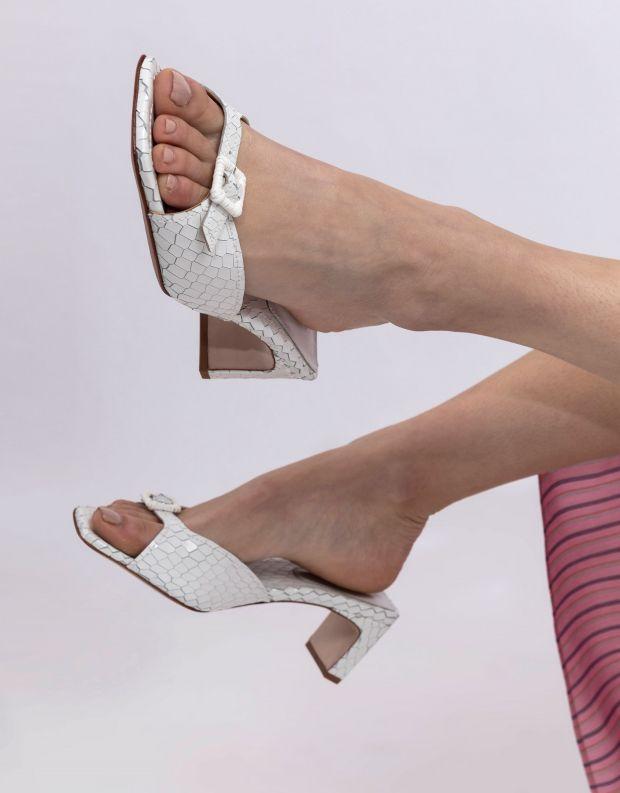 נעלי נשים - Schutz - כפכפי עקב עם אבזם CHLOE - לבן