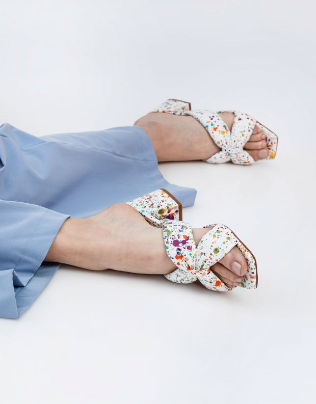נעלי נשים - Schutz - כפכפים צבעוניים BUTTERFLY - לבן