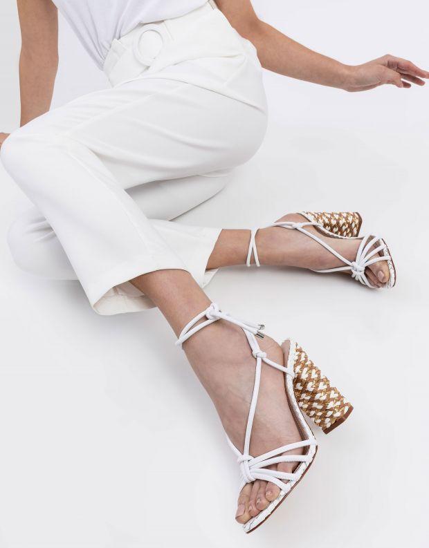 נעלי נשים - Schutz - סנדלי עקב קשירה SERENITY - לבן
