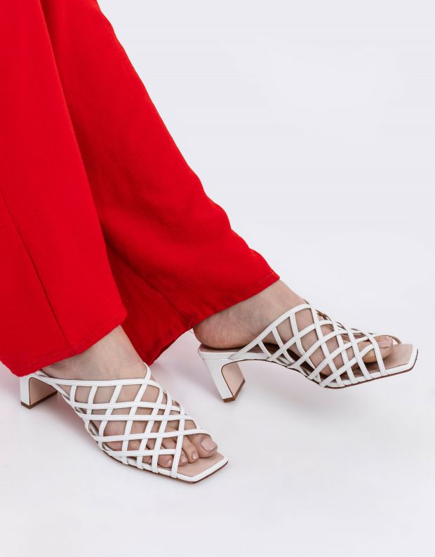 נעלי נשים - Schutz - כפכפי עקב LUCY - לבן