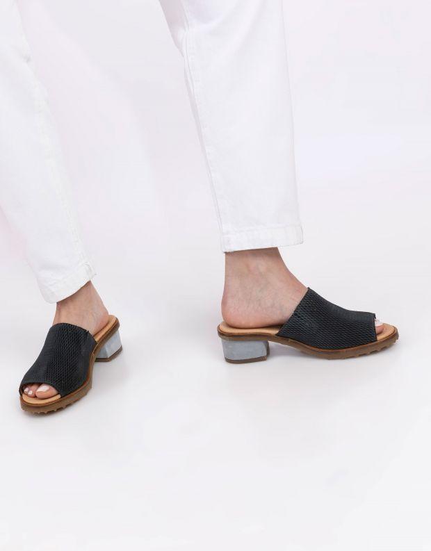 נעלי נשים - El Naturalista - כפכפי עור מחוררים  SABAL - אפור