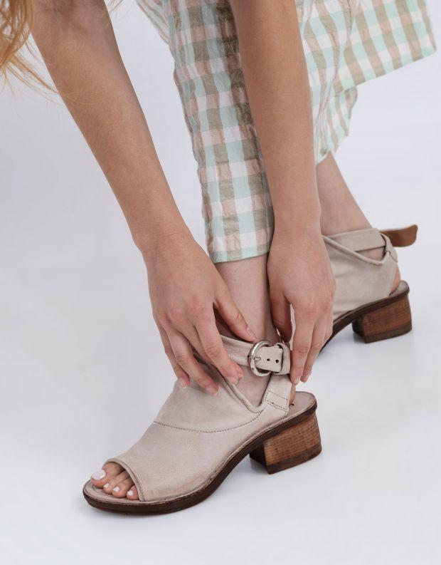 נעלי נשים - A.S. 98 - סנדלי KENYA עם אבזם - אפור