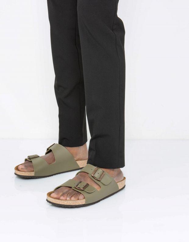 נעלי גברים - El Naturalista - כפכפי WARAJI VEGAN - חאקי