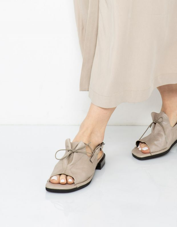 נעלי נשים - Yuko Imanishi - סנדלי AOI - אפור