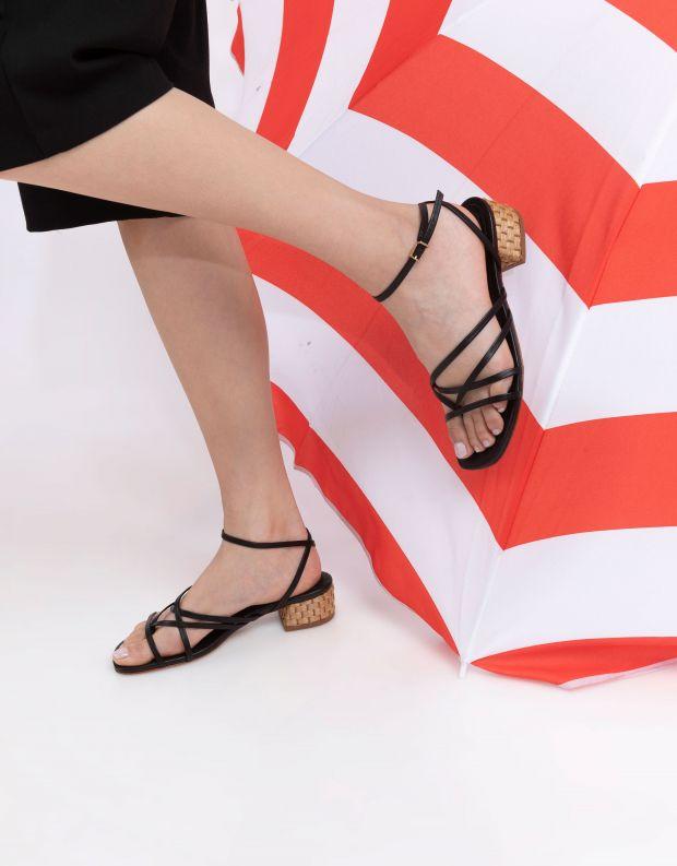 נעלי נשים - Schutz - סנדלי רצועות עור HAILEY - שחור