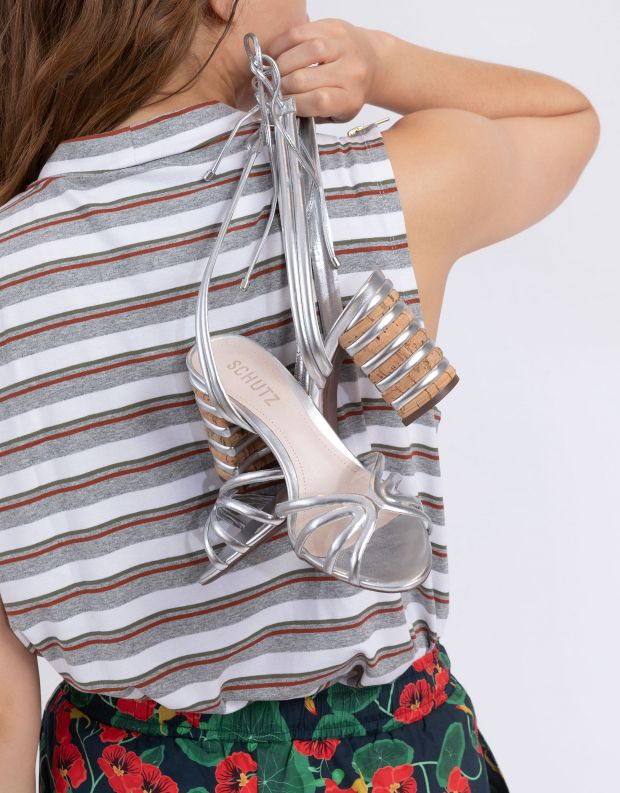 נעלי נשים - Schutz - סנדלי עקב עם קשירה LETY - כסף