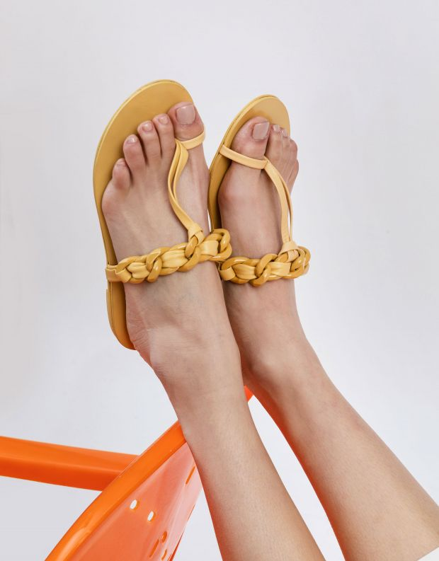 נעלי נשים - Schutz - כפכפי אצבע לולאות LYLOO - צהוב