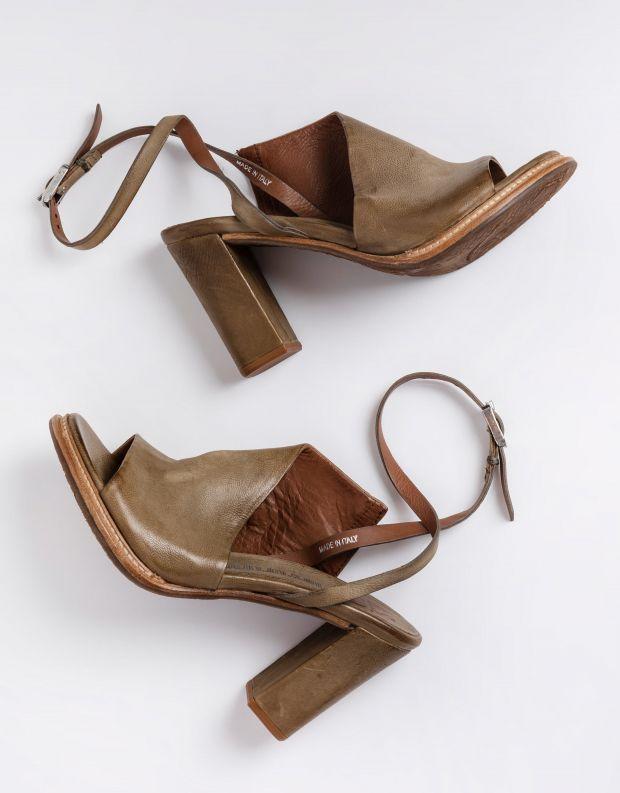 נעלי נשים - A.S. 98 - סנדלי עקב וקולר BASILE - חאקי