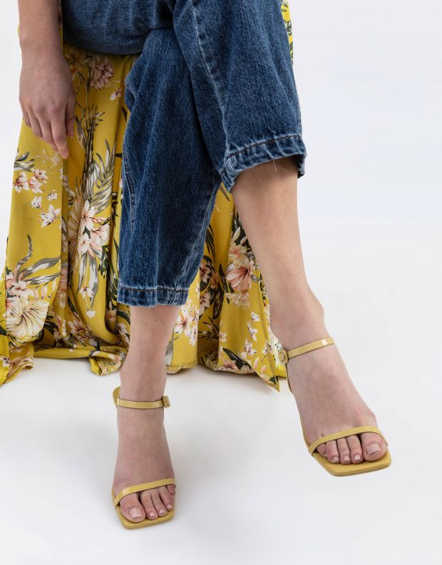 נעלי נשים - Jeffrey Campbell - סנדלי עקב עם רצועה JERROD - צהוב
