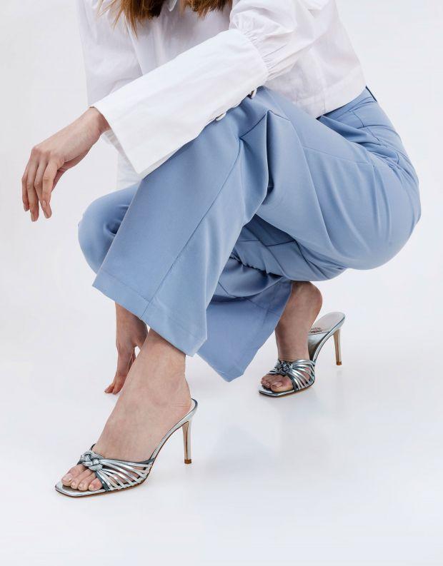 נעלי נשים - Jeffrey Campbell - כפכפי עקב מטאליים FARIS - כחול
