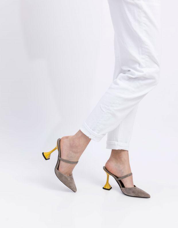 נעלי נשים - Jeffrey Campbell - כפכפים עם עקב ZIVOT - אפור   צהוב