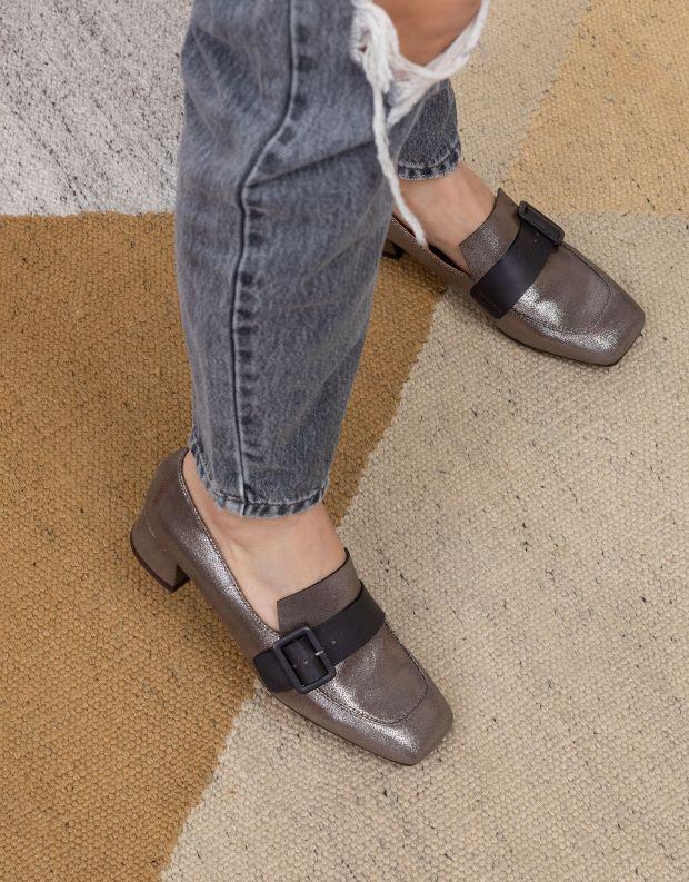 נעלי נשים - Chie Mihara - נעלי מוקסנים עם עקב REVA - כסף