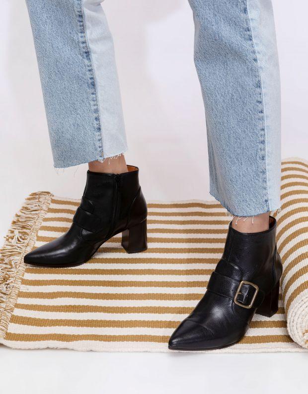 נעלי נשים - Chie Mihara - מגפוני עקב עם אבזם QUENCA - שחור