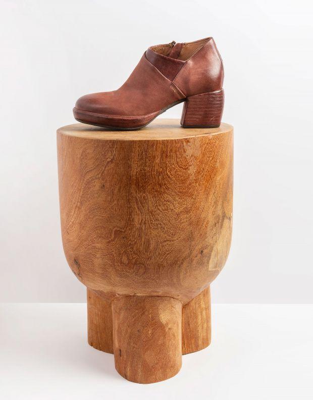 נעלי נשים - A.S. 98 - מגפוני עור עם עקב CARISMA - חמרה