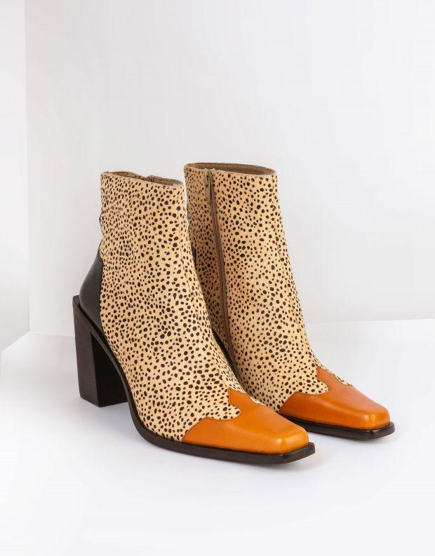 נעלי נשים - Jeffrey Campbell - מגפוני בוקרים עם עקב CALA - בז'