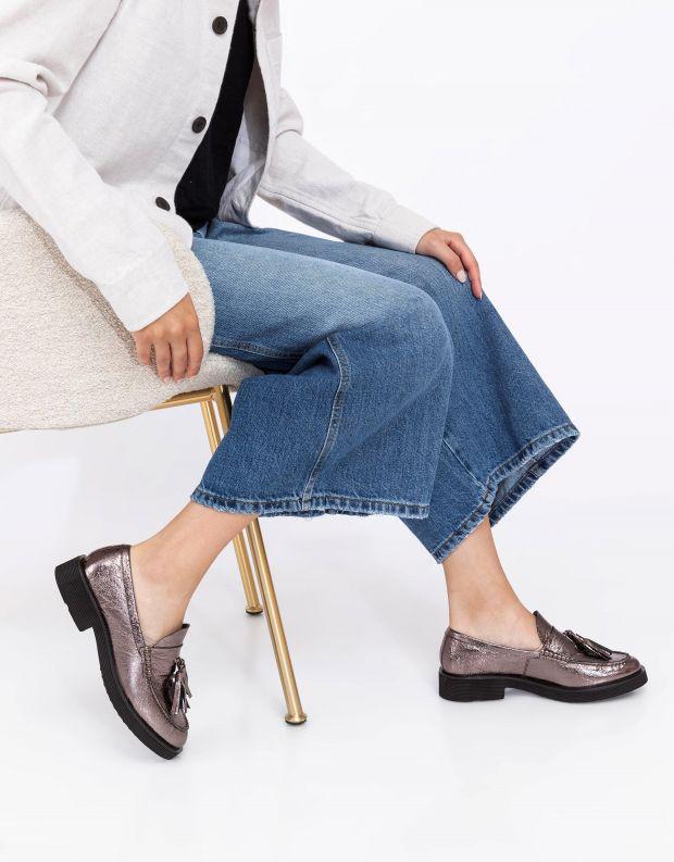 נעלי נשים - Jeffrey Campbell - מוקסינים LENNA עם גדילים - פיוטר