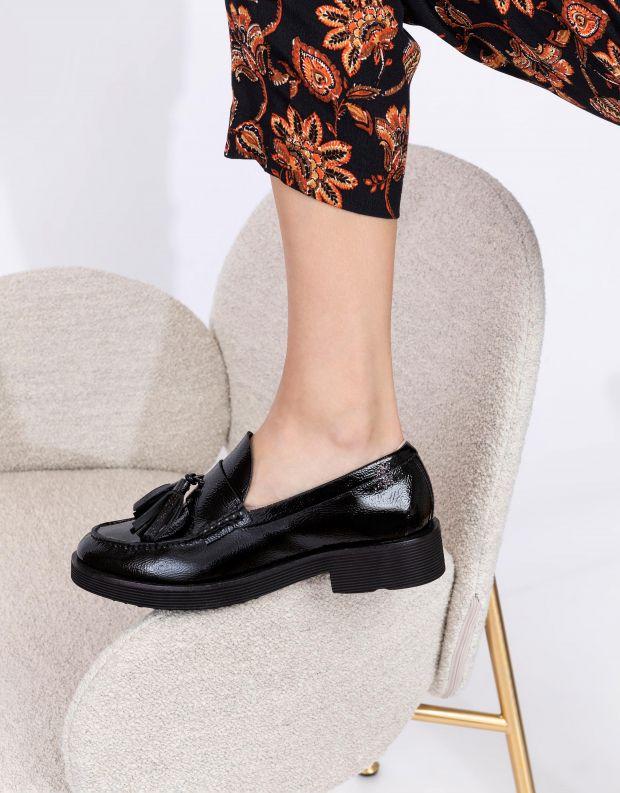 נעלי נשים - Jeffrey Campbell - מוקסינים LENNA עם גדילים - שחור
